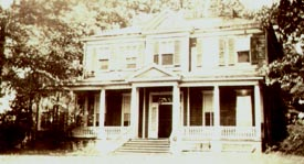 Vintage photo of Davis House, a Henrico County, Virginia structure that no longer exists.