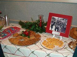 Holiday refreshments served at HCHS December 2004 meeting.